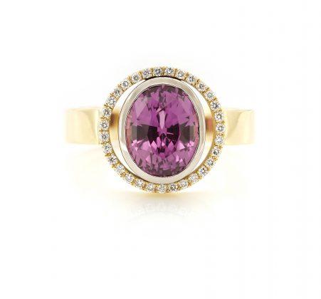 Atelier-Bockweg-en-Eekels-Geelgoude-ring-diamant-hot-pink-saffier2.jpg-JUIST-451x420