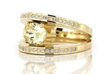geelgouden ring met diamanten en een gele saffier